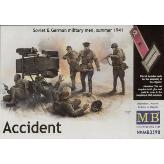 1:35 Accident. Soviet & German military men,
